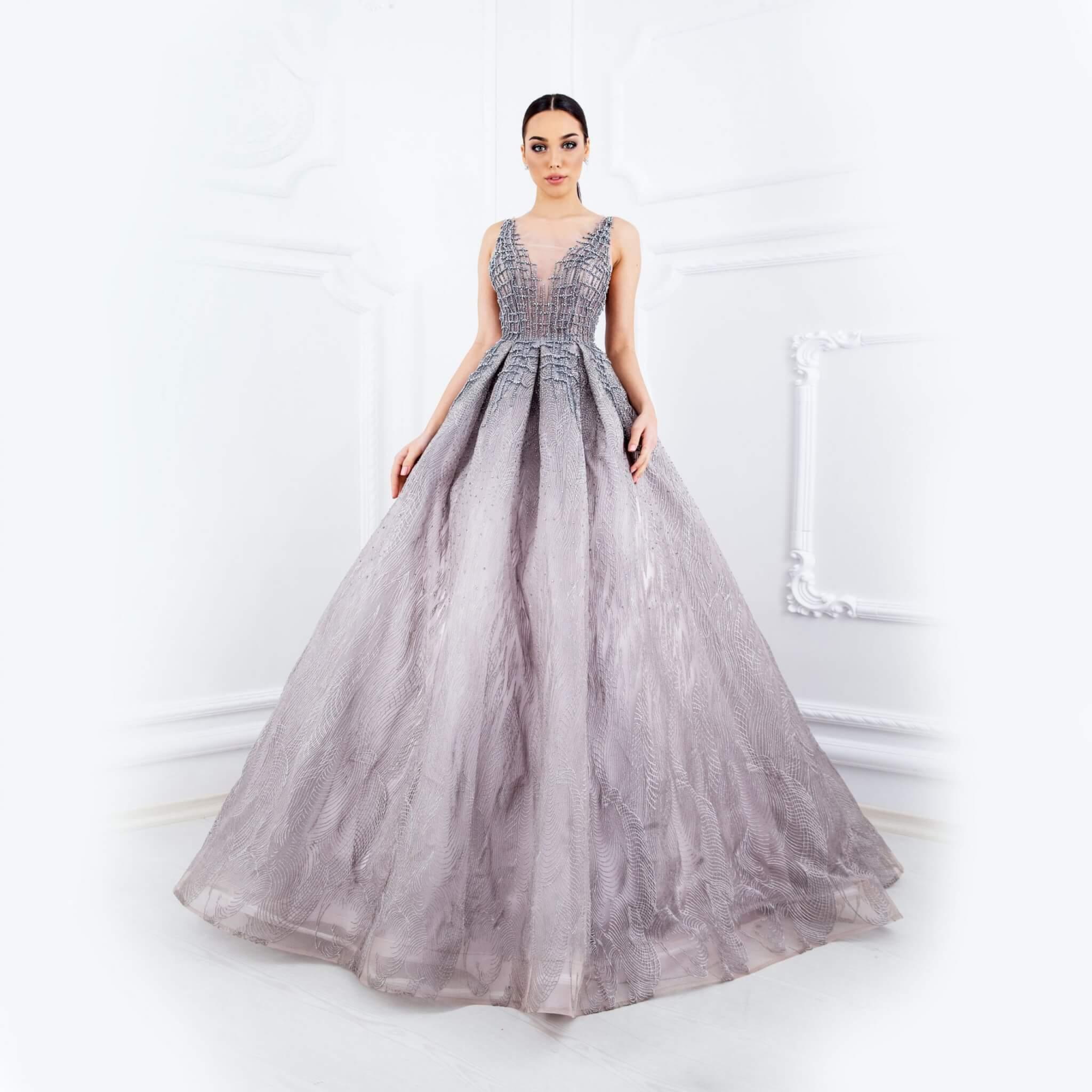 Сива рокля с бродерия и камъни - 1,600 лв.