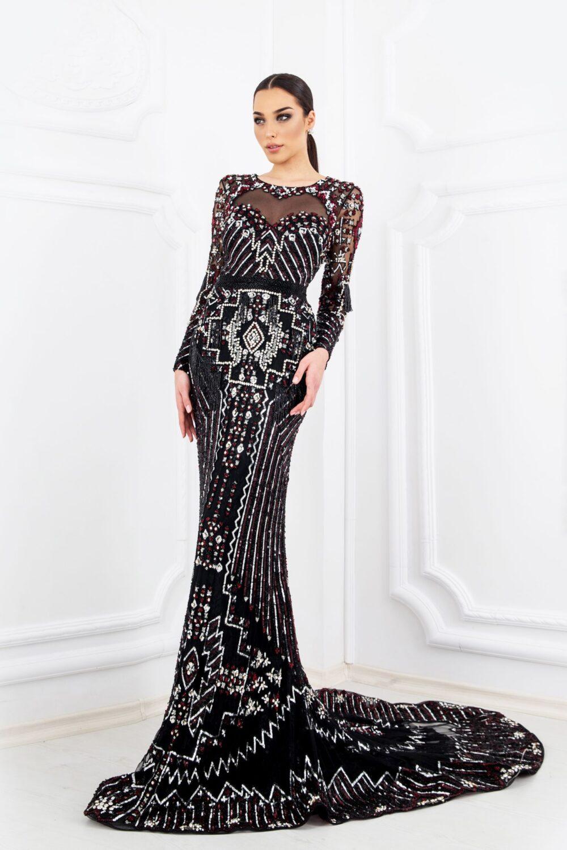 Ръчно изработена рокля с кристали - 2400 лв.