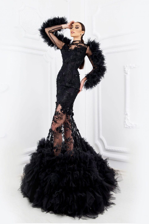 Черна рокля с ръчно изработени ръкави от тюл и 3D дантела - 2800 лв.