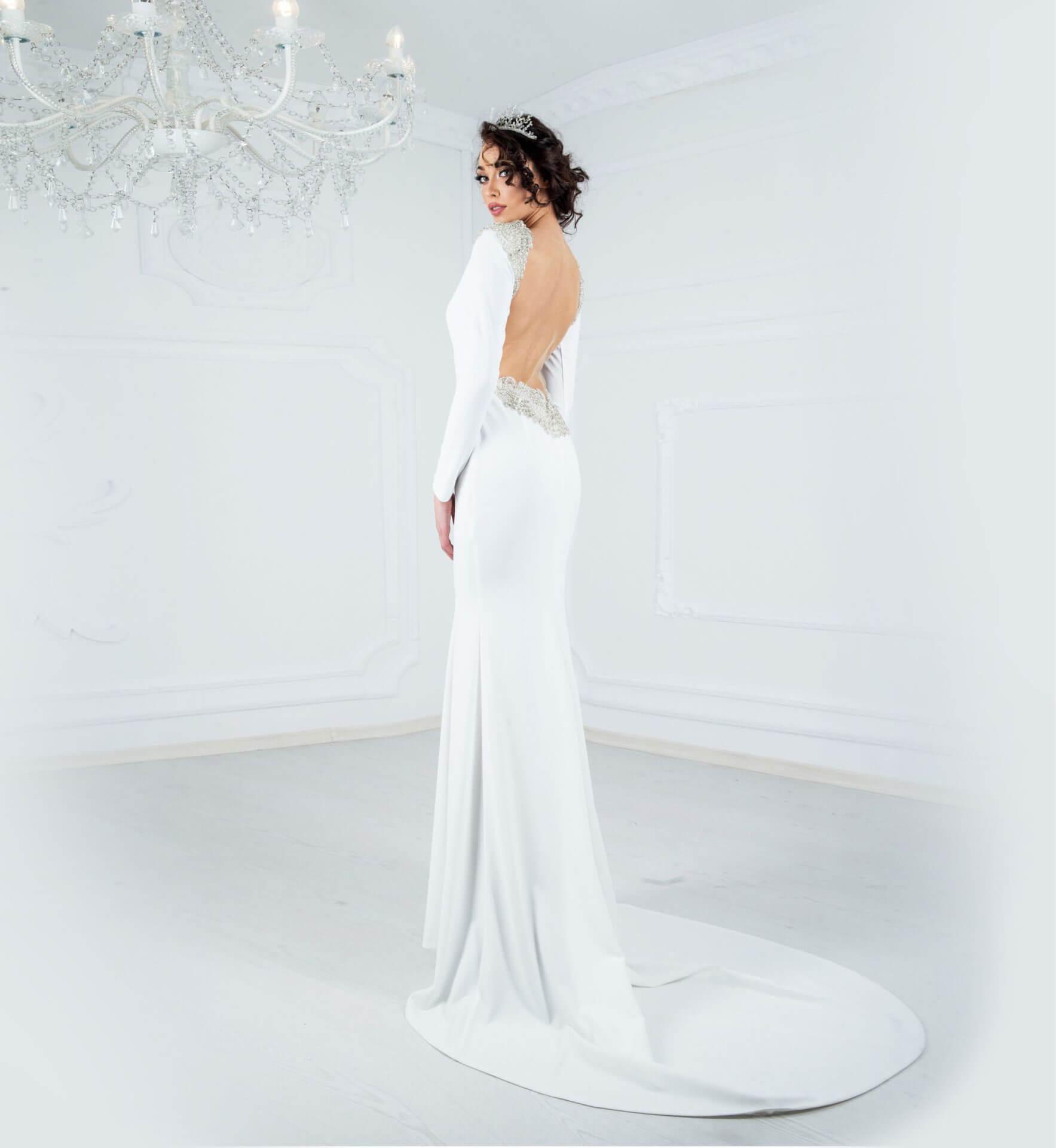 Бяла рокля с гръб ръчна бродерия - 2600 лв.